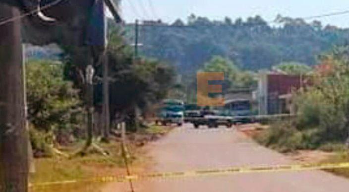 """Encuentran dos cuerpos """"encajuelados"""" en un taxi en Uruapan, Michoacán"""