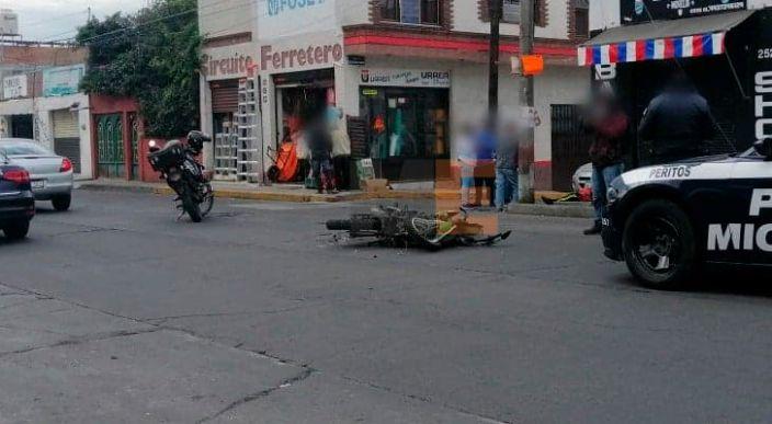 Choque entre auto y moto deja un herido en la colonia Adolfo López Mateos de Morelia