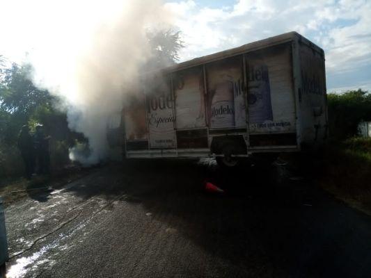 Delincuentes realizan narcobloqueos en Apatzingán y en Buenavista