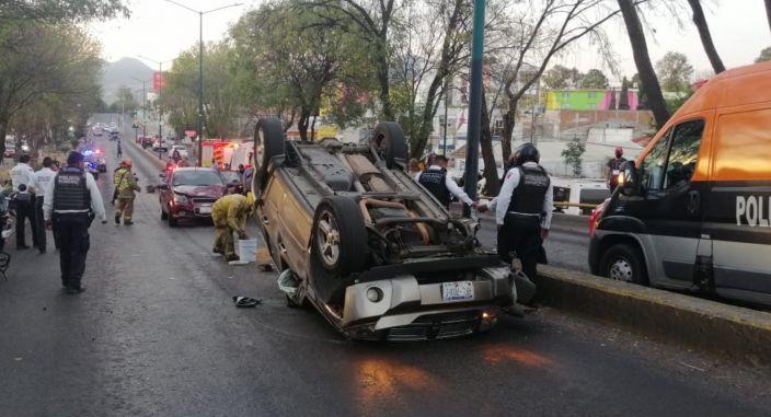 Dos heridos en choque volcadura en la avenida Madero Poniente de Morelia