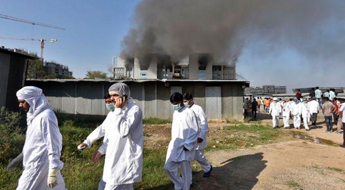Se incendia sede del mayor fabricante de vacunas del mundo en la India