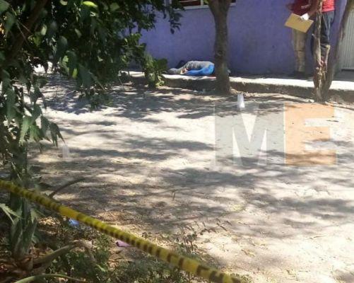 Peatón es acribillado a tiros en la colonia Priísta de Apatzingán