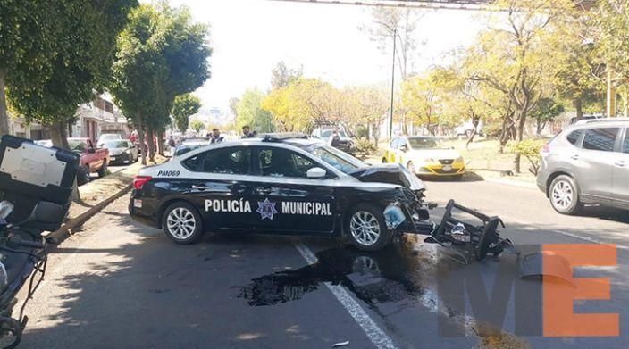 Choque entre patrulla auto particular deja una oficial herida en el periférico de Morelia