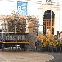Reciben escuelas de Coeneo nuevo mobiliario