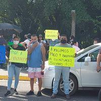Maestros protestan en visita de AMLO en Lázaro Cárdenas