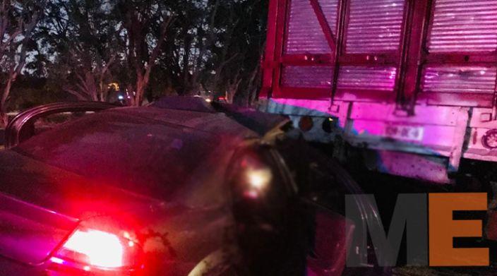 Hombre fallece al chocar contra un torton en Las Guacamayas