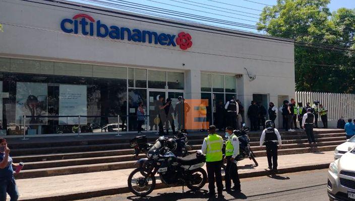 Empistolados asaltan a cuentahabiente al sur de Morelia