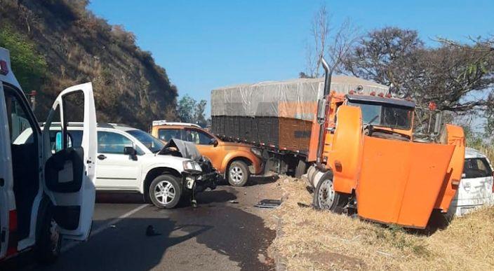 Se registra carambola vehicular en la Morelia-Pátzcuaro; hay 4 heridos