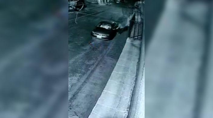 Captan en video a presuntos asaltantes de farmacia en colonia Prados Verdes