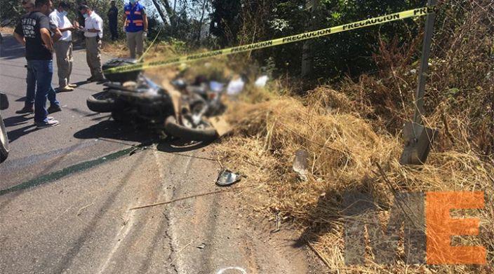 Muere mujer motociclista arrollada por auto fantasma
