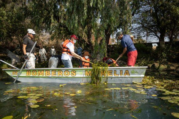 Continúa saneamiento en La Mintzita, Morelia