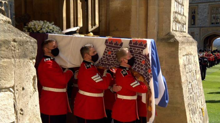 Con honores, despiden a principe Felipe, duque de Edimburgo