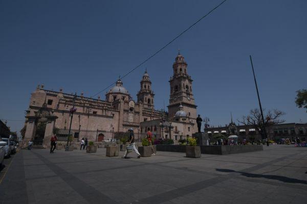 Exhorta Ayuntamiento a evitar aglomeraciones en plazas abiertas