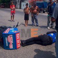 Un repartidor de pizza resulta lesionado en un choque contra una camioneta en Lázaro Cárdenas