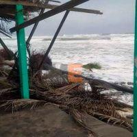 """Lluvias todo el día provocadas por el huracán """"Rick"""" en Michoacán"""