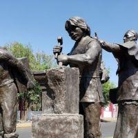 """La consulta popular sobre la escultura de """"los constructores"""" también se realizará el 1 de agosto"""