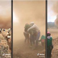 Jornaleros quedan atrapados en un tornado (Video)