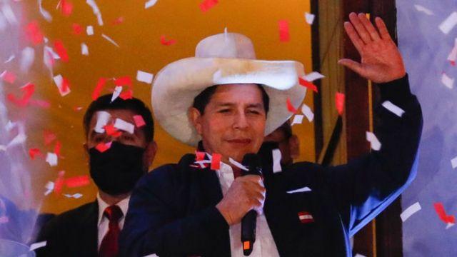 """Pedro Castillo: """"servicio militar para jóvenes que no estudian ni trabajan en Perú"""""""
