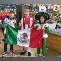 Niños michoacanos ganan medallas en copa mundial de Karate