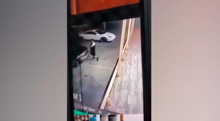 Mujer muere aplastada por camioneta que intentaba empujar en Sonora