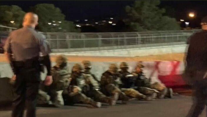 Detienen a soldados mexicanos en frontera con Estados Unidos