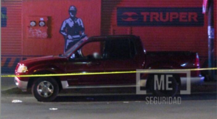 Atacan a dos jóvenes a bordo de una camioneta en Jacona; uno murió
