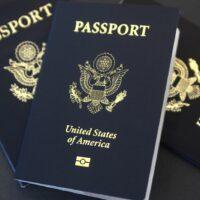 """Personas de género binario podrán marcar una """"X"""" en su pasaporte de estadounidense"""